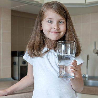 girl drinking ro water
